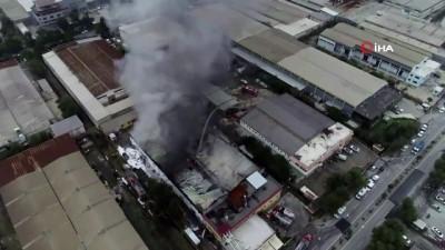 Çiğli'de yanan kuruyemiş fabrikası havadan görüntülendi