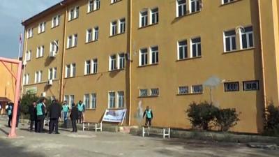 Denetimli serbestlik yükümlüleri yarıyıl tatilinde okulları boyuyor - HATAY