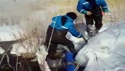 Patlayan su borusu buz kütlesi oluşturdu