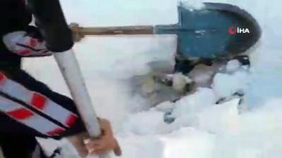 irak -  Üzerine kar yığını düşen donmak üzereyken kurtarıldı