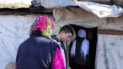 Yağmurda evinin yarısı yıkılan kadın yardım bekliyor