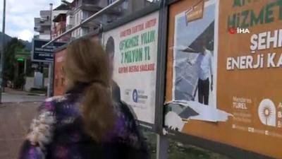 Başkan Türel'in afişlerine çirkin saldırı
