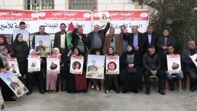 Filistinlilerden Ofer cezaevindeki tutuklulara destek gösterisi - RAMALLAH