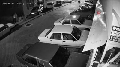 Otomobile levyeyle saldırı güvenlik kamerasında