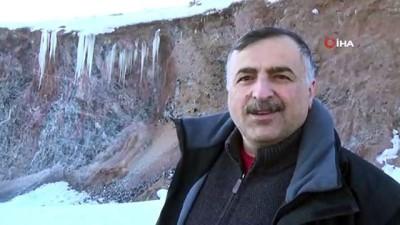 Sarıkamış'ta obsidyen taş ocağında buz sarkıtları