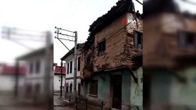 Zamana yenik düşen tarihi ev böyle yıkıldı