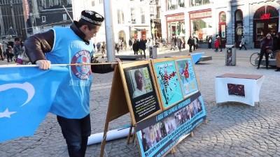 Çin'in Sincan'daki politikalarına karşı tek başına gösteri yapıyor - AMSTERDAM