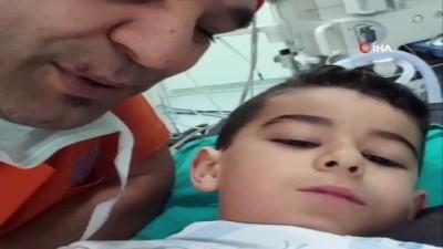 Önce şarkı söylediler, sonra ameliyata girdiler