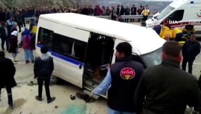 isci servisi -  - Selendi'de işçi servisi otomobil ile çarpıştı: 9 yaralı