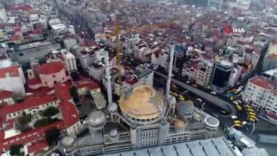 cami insaati -  - Taksim Camii'nin alemi yerleştirildi