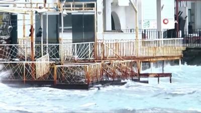 istankoy -  Bodrum'u fırtına vurdu...İş yerlerini su bastı, kayıklar alabora oldu