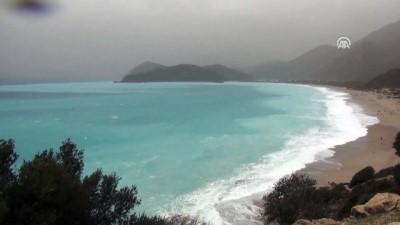 Ölüdeniz turkuaz rengi ve dalgalarıyla ilgi çekti - MUĞLA