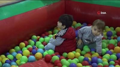Sultanbeyli'de çocuklar yarıyıl şenliğinde doyasıya eğlendi