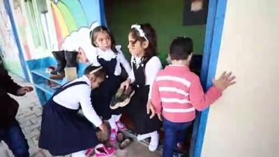 Suriye'deki yetim çocuklardan resim ve oyuncak sergisi - AZEZ