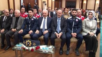 Başkan Uysal, Dünya Şampiyonu Güreşçi Metehan Başar'a ev hediye etti