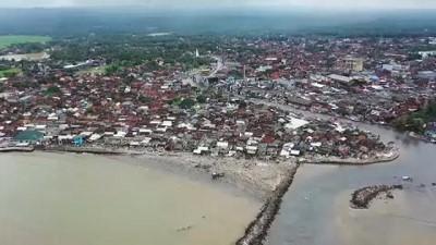 Endonezya'daki tsunaminin etkisi drone ile görüntülendi
