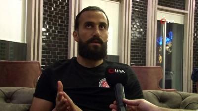 - Erkan Zengin: 'Şampiyon olacağız' - Fatih Karagümrük futbolcusu Erkan Zengin: - 'Futbolu taraftarlar için oynuyoruz'
