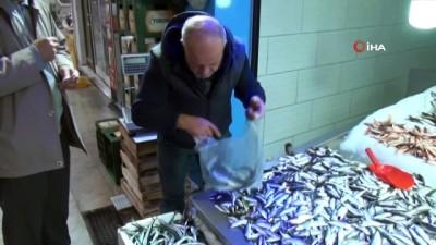 Karadeniz'de hamsinin ardından tezgahları istavrit balıkları süslüyor