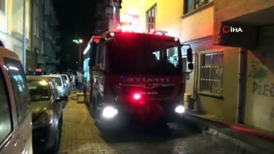 Elazığ'da doğalgaz patlaması... Binada mahsur kalan anne ve çocuğunu itfaiye ekibi kurtardı