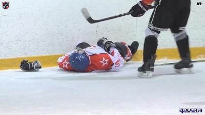 amator - Video: Bilincini kaybeden buz hokeyi oyuncusunun hayatını teknik direktörün ilk yardımı kurtardı
