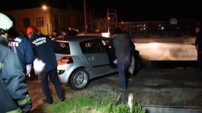 Kontrolden çıkan otomobil köprüde asılı kaldı - SAMSUN
