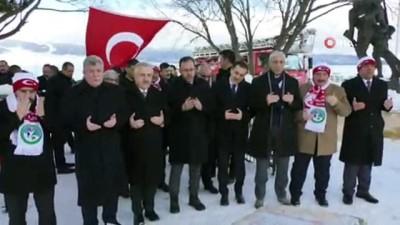Bakan Kasapoğlu, Türkiye'nin en büyük kardan şehit heykellerini açtı