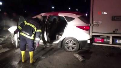 Direğe çarpan otomobil alev aldı: 3 yaralı