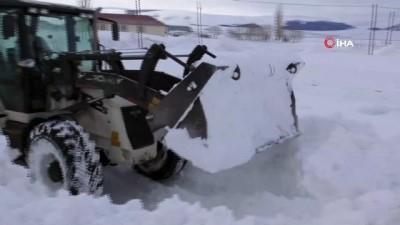 Ardahan'da kar ve tipi ulaşımı aksatıyor