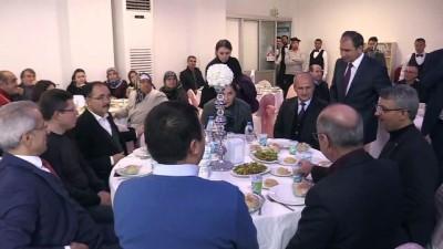 sahit - Bakan Turhan düğüne katıldı - UŞAK