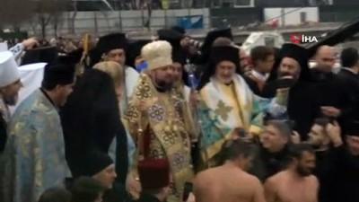 hac cikarma -  - Haliç'te geleneksel haç çıkarma töreni yapıldı