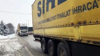 Yoğun kar yağışı ulaşımı olumsuz etkiliyor - UŞAK