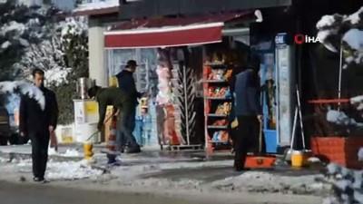 Kar yağışı nedeniyle okulları tatil olan çocuklar karın keyfini çıkardı