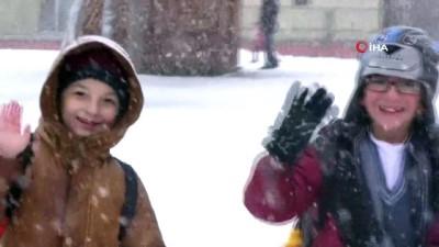 Ardahan'da eğitime kar ve tipi engeli