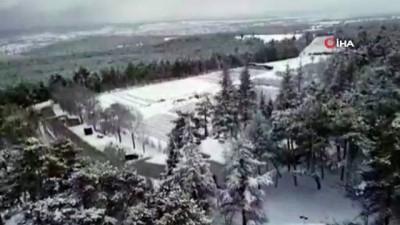Kar altında kalan Banaz'ın yeşil ormanları havadan görüntülendi