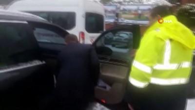 Kar nedeniyle evine gidemeyen hastayı, belediye başkanı makam aracıyla ulaştırdı
