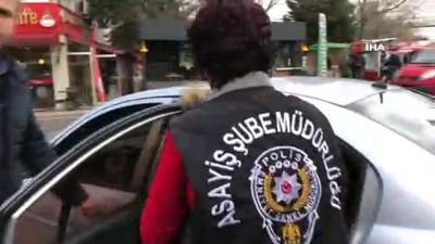- Müşteri kılığındaki polisler, fuhuş yapılan evde 4 kişiyi gözaltına aldı