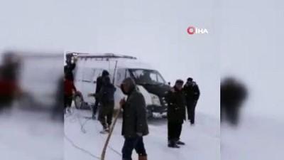 Öğretmenler yoğun kar yağışı ve tipi nedeniyle mahsur kaldı