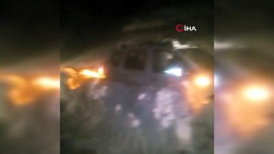 Arızaya giden ekipler karda kapanan yolda mahsur kaldı
