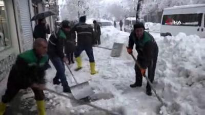 Bingöl'de kar 1 metreyi aştı, 281 köy yolu ulaşıma kapandı