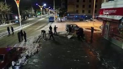 - Erzincan'da Karla Mücadele Ekiplerinden Yoğun Mesai