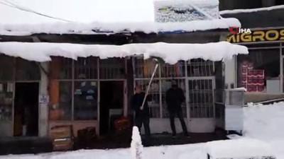 salda -  Kulp' ta kar yağışı etkili oldu..Kulp-Muş karayolu ulaşıma kapandı