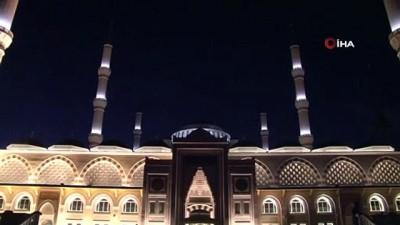 sabah namazi -  Büyük Çamlıca Camii'nde Mehmetçik için dualar edildi