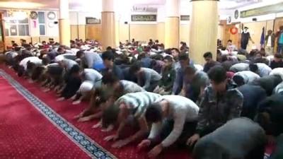 sabah namazi -  İzmir'de Mehmetçik için fetih suresi okudu