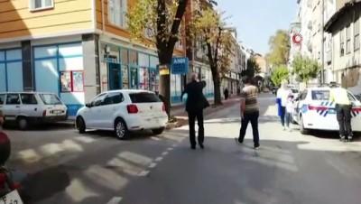 hamile kadin -  Kontrolden çıkan otomobil kaldırımda yürüyen hamile kadına çarptı