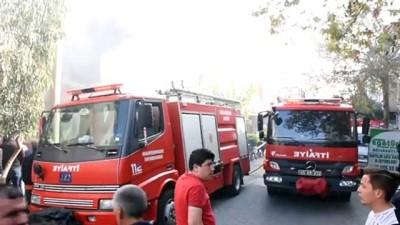 Manisa'da ev yangını