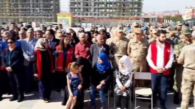 Barış Pınarı Harekatı'nda şehit olan 9 aylık bebek ve memur törenin ardından memleketlerine uğurlandı