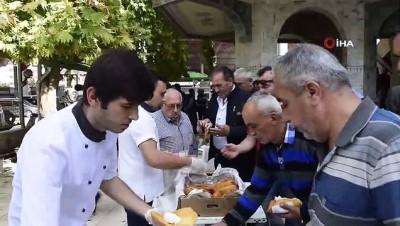 Mehmetçik için pişi dağıttılar
