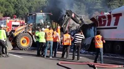 emniyet seridi -  Alev alev yanan yanan tır TEM'i 2 saat kapattı