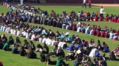 kitap okuma -  Yalova'da stadyumda 1077 öğrenci hep birlikte kitap okudu