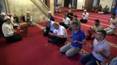 sabah namazi -  Anadolu'nun ilk camisinde Mehmetçik için Fetih Suresi okundu